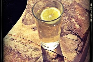 water with lemon pic
