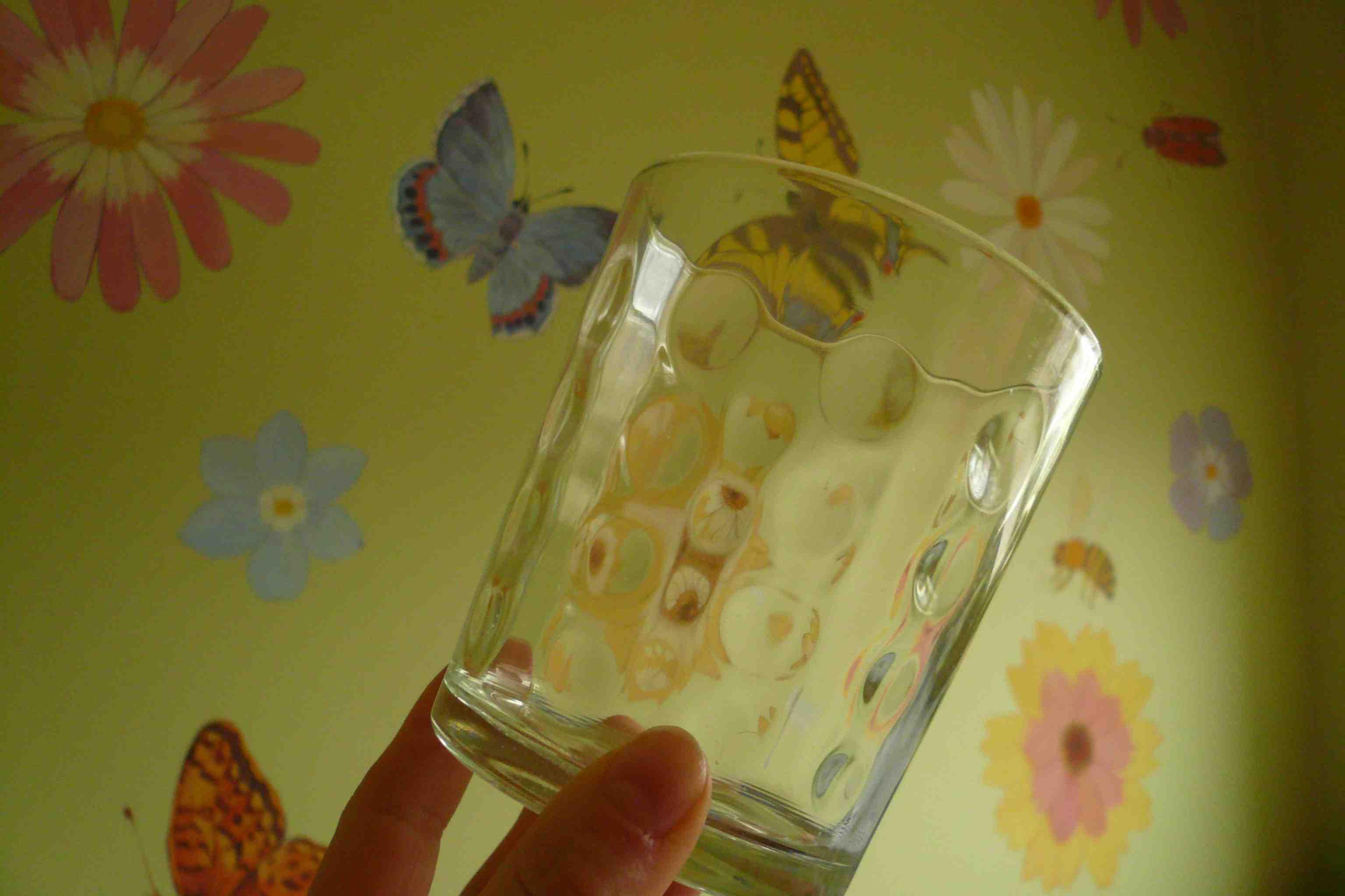 стакан, вымытый таблетками iKeep