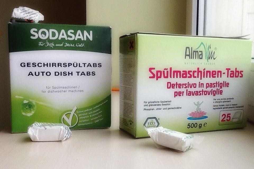 Таблетки Содасан (слева), Алмавин (справа)