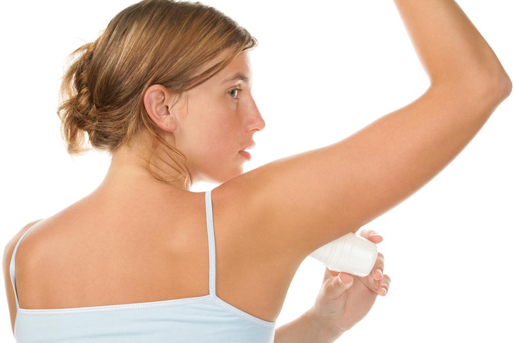 girl using deo