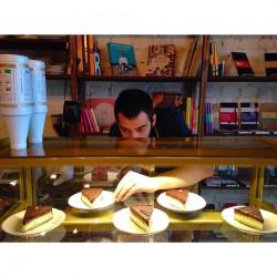 Фото из екатеринбургской кофейни, где предлагают десерты из натуральных ингредиентов