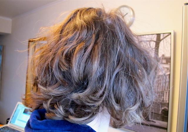 На фото волосы Наташи Гусевой, вымытые натуральным средством для посуды, в котором точно нет кондиционирующих добавок