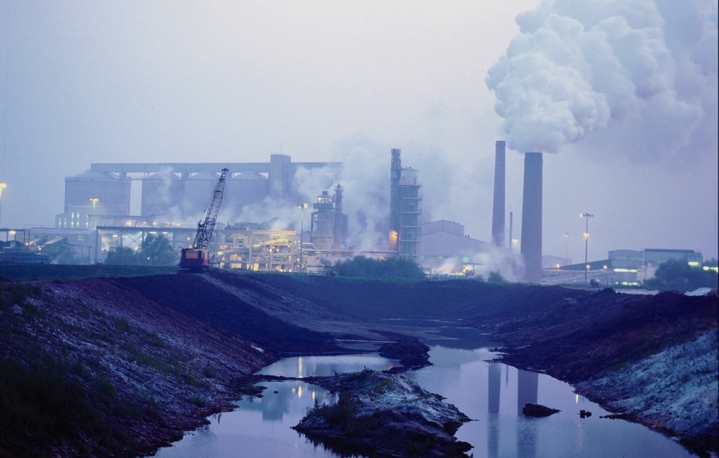 facility industry producing pollute the environment