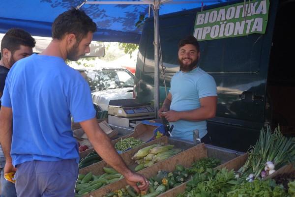 Биофермер на городском рынке, Ретимно, Крит