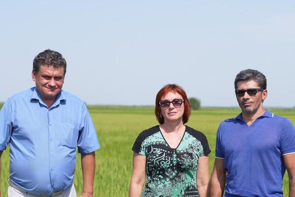 Слева направо: агроном Андрей Васильевич, Светлана и Олег Березовские