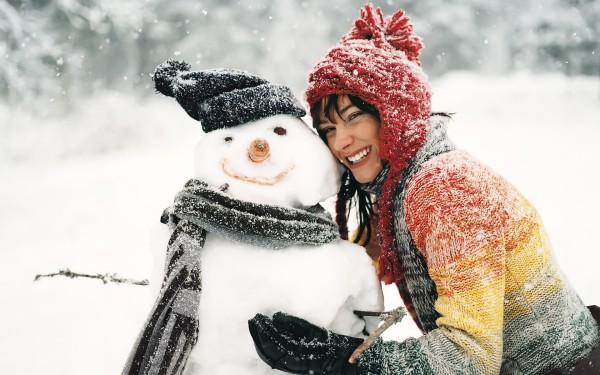 6969108-snowman-brunette-girl-smile-winter-snowflakes
