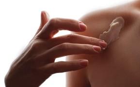 woman-applying-moisturizing-cream-for-body