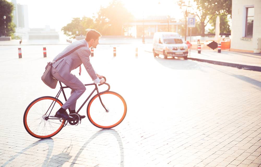 Velosiped businessman on bike