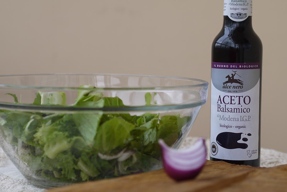 letucce salad sause balsamic