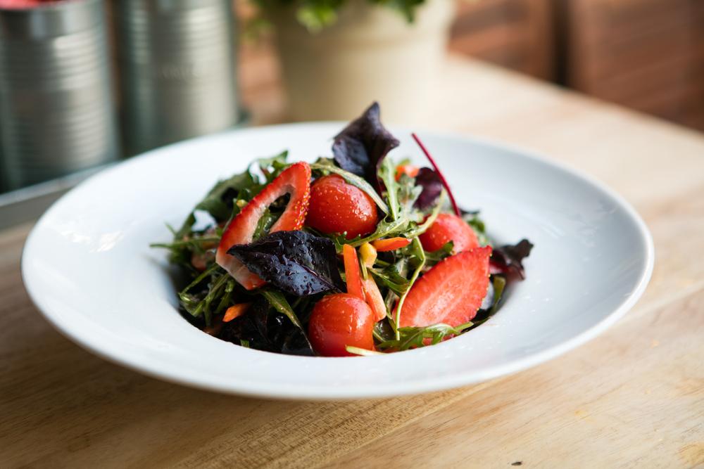salad stawberry balsamic