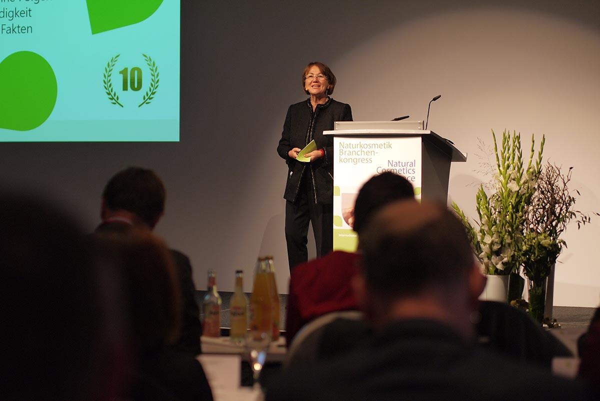 Эльфреда Дамбахер открывает конференцию по натуральной косметике в Берлине