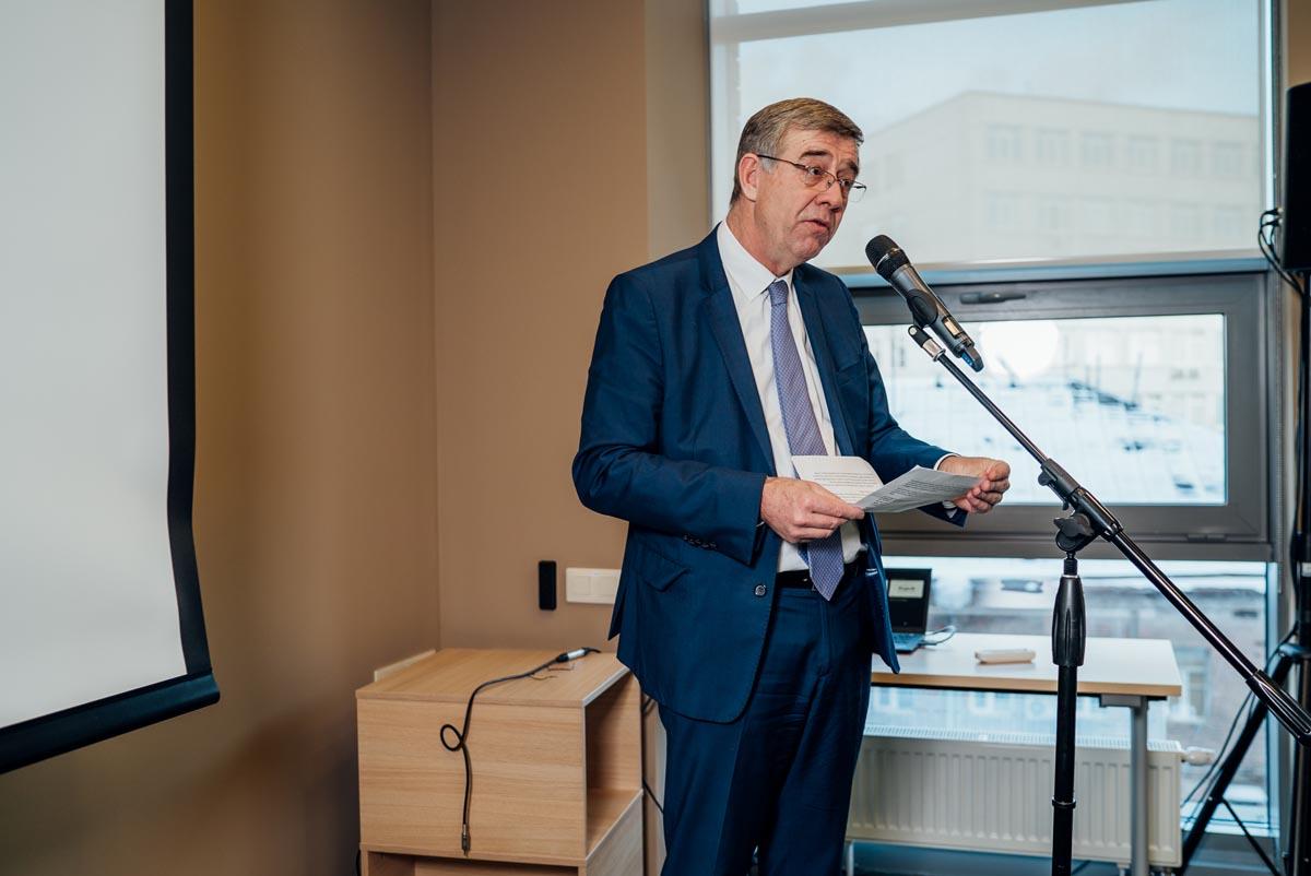 Президент компании Кристоф Бондюэль объявляет о манифесте