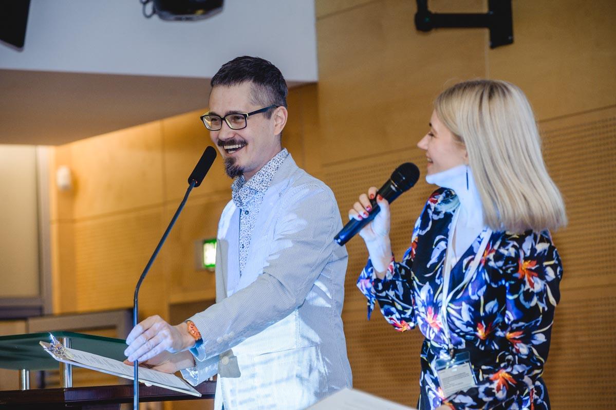 Ведущие церемонии вручения Роман Саблин и Татьяна Лебедева