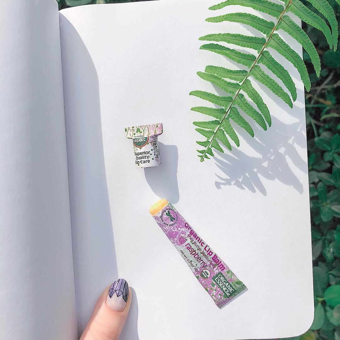 Бальзам для губ Organic Essence в бумажной упаковке