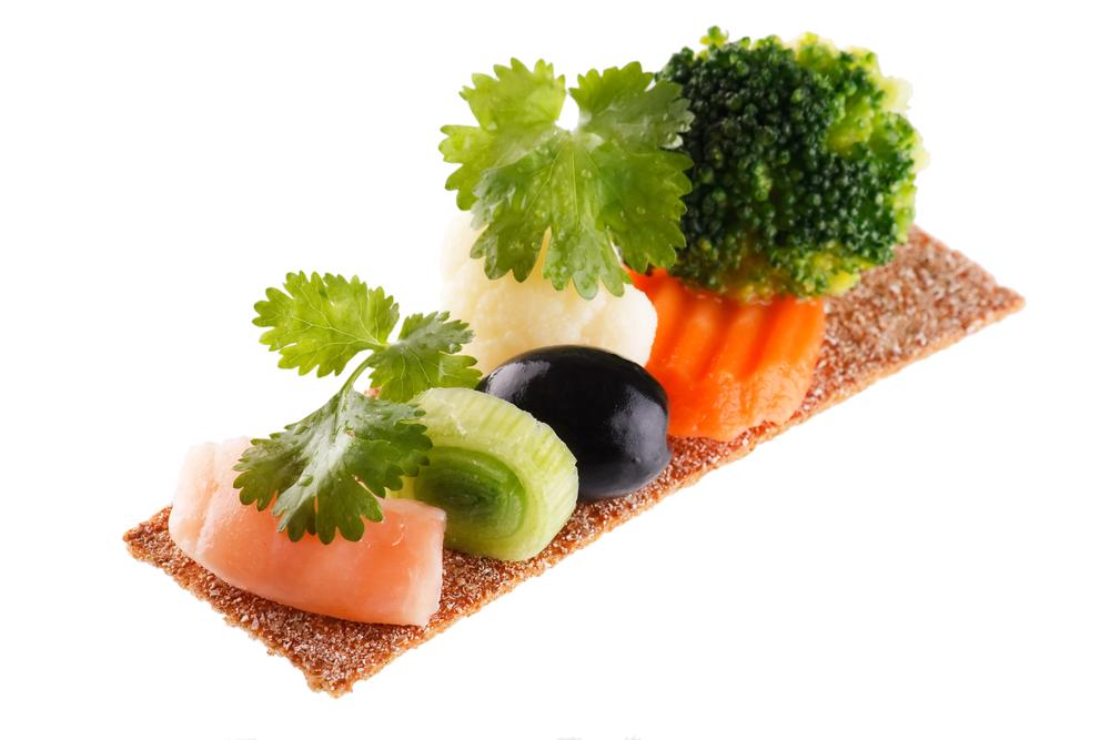 хлебец с зеленью и рыбой