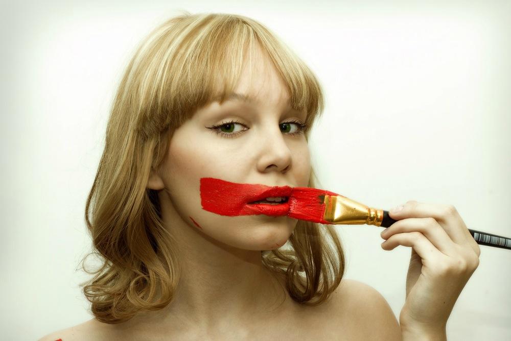 губная помада красная опасная