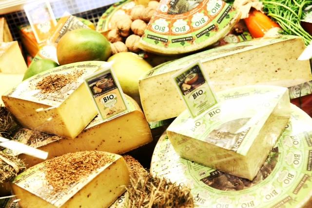 А есть ли в сыре сыр?
