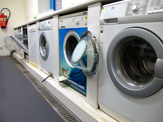 В лаборатории Ecover - стиральные и посудомоечные машины разных производителей для тестирования соответствующих средств