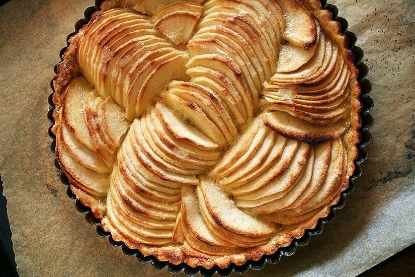 Французский яблочный пирог (рецепт тут: http://smart-cookie.ru/desserts/francuzskij-yablochnyj-pirog/)