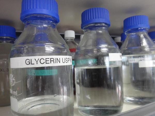 Глицерин в косметической лаборатории