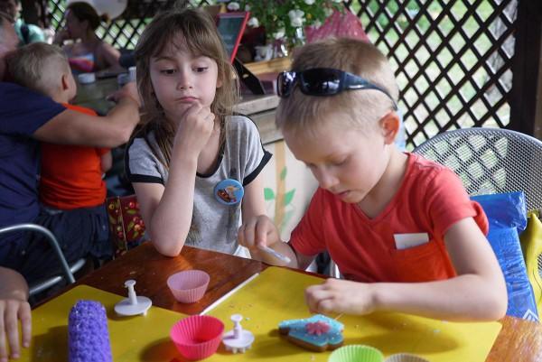 Дети рисовали, танцевали и мастерили пряники