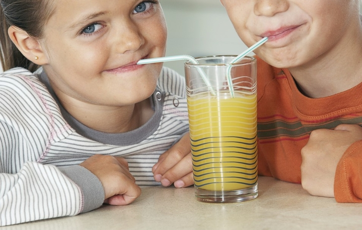 kids drink fresh juice orange