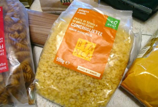 Organic pasta packed 04