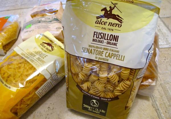 Organic pasta packed 08