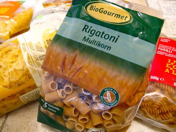 Organic pasta packed 09