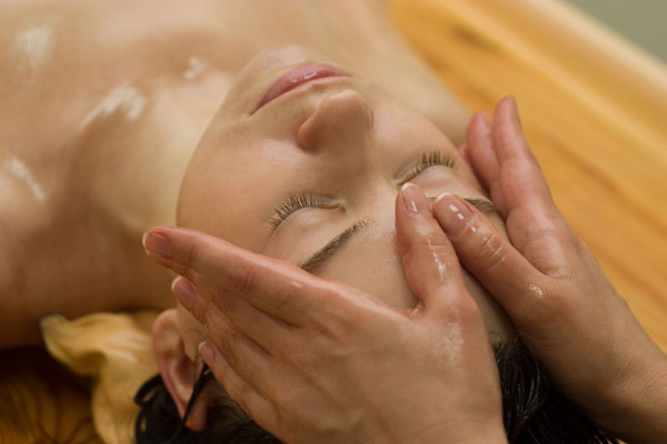 Treatment-Abhyanga-face