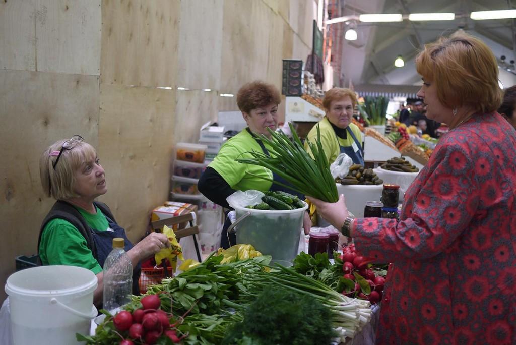 Зеленщица Татьяна и ее лук