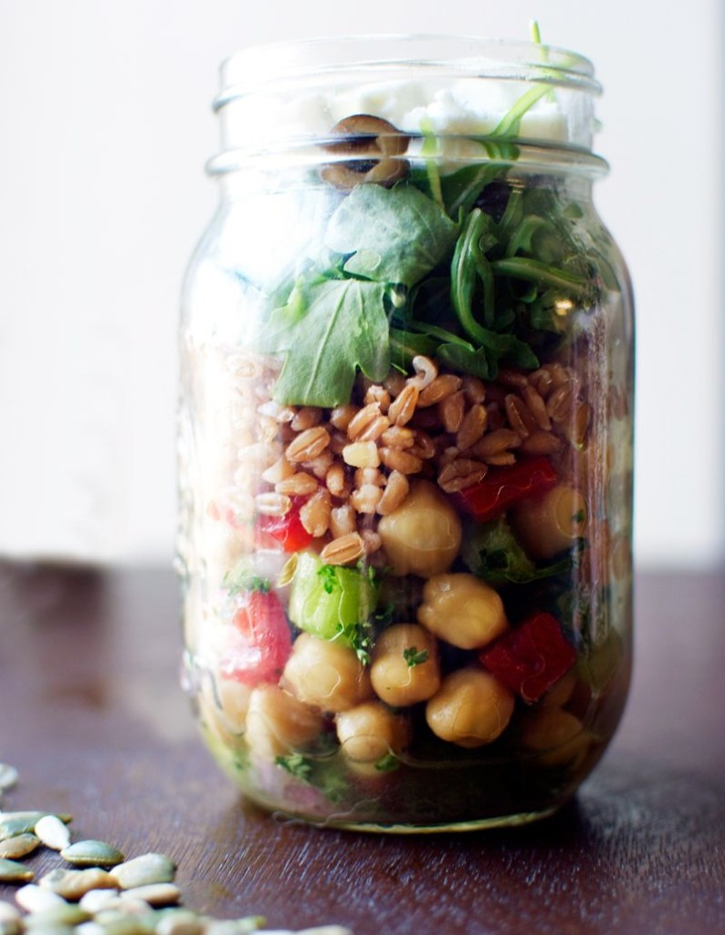 greek-style-mason-jar-salad