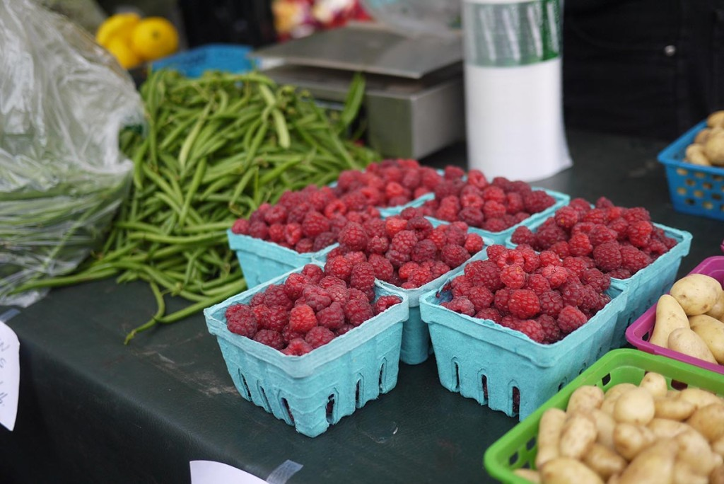 farmer market raspberry