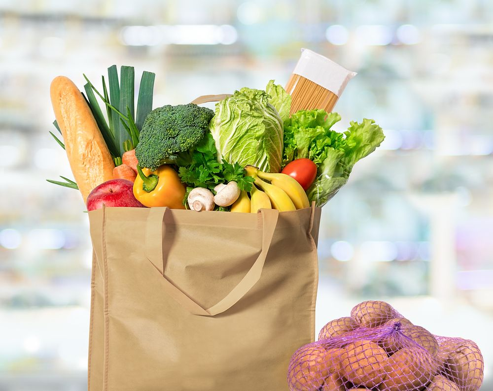 eco-friendly-reusable-shopping-bag-filled-with-vegetables-and-potatoes-in-a-string-bag