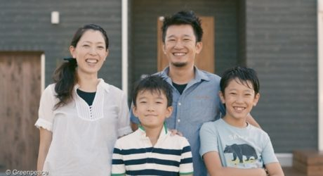 Одна из двух японских семей - участников эксперимента