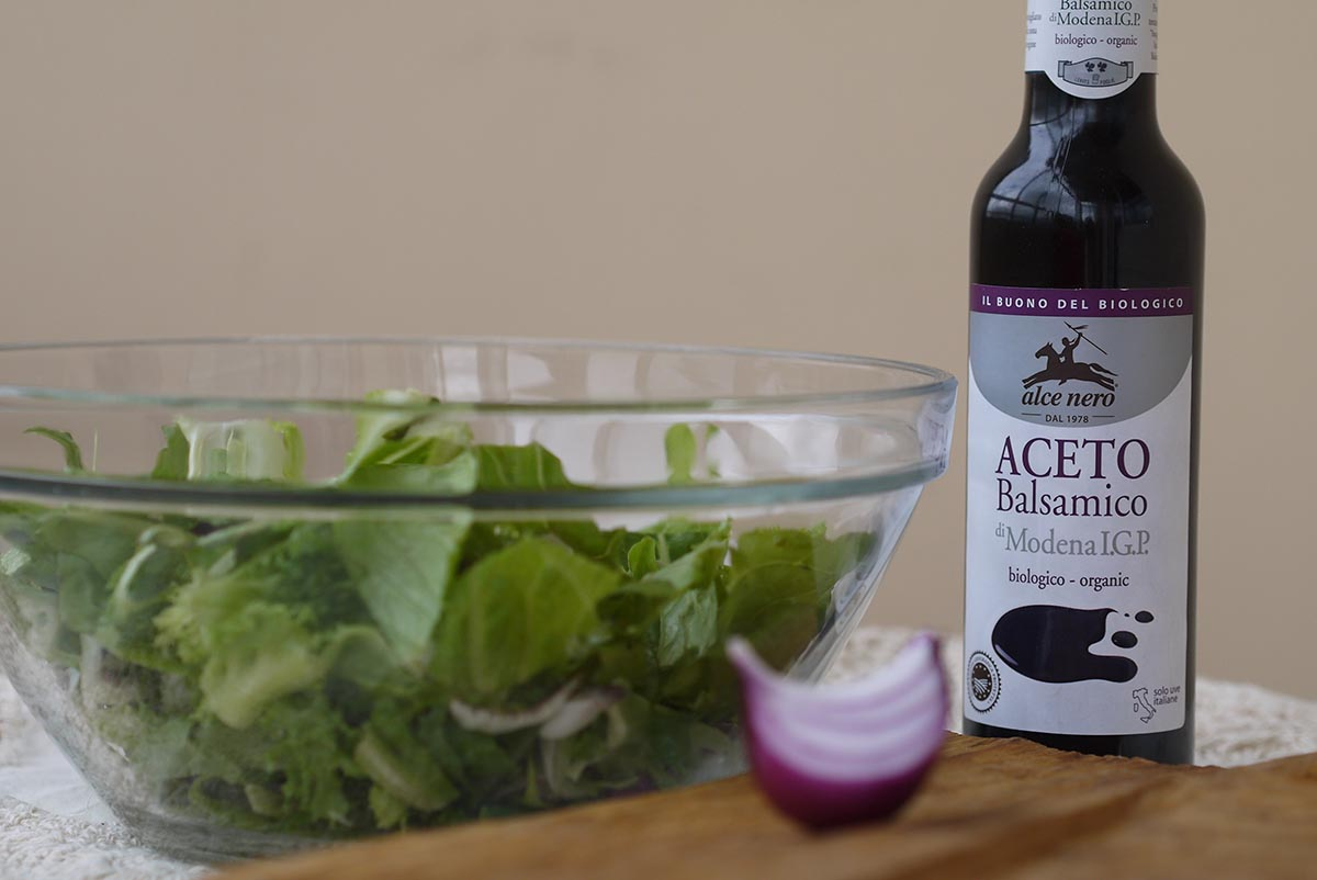 letucce salad sause balsamic