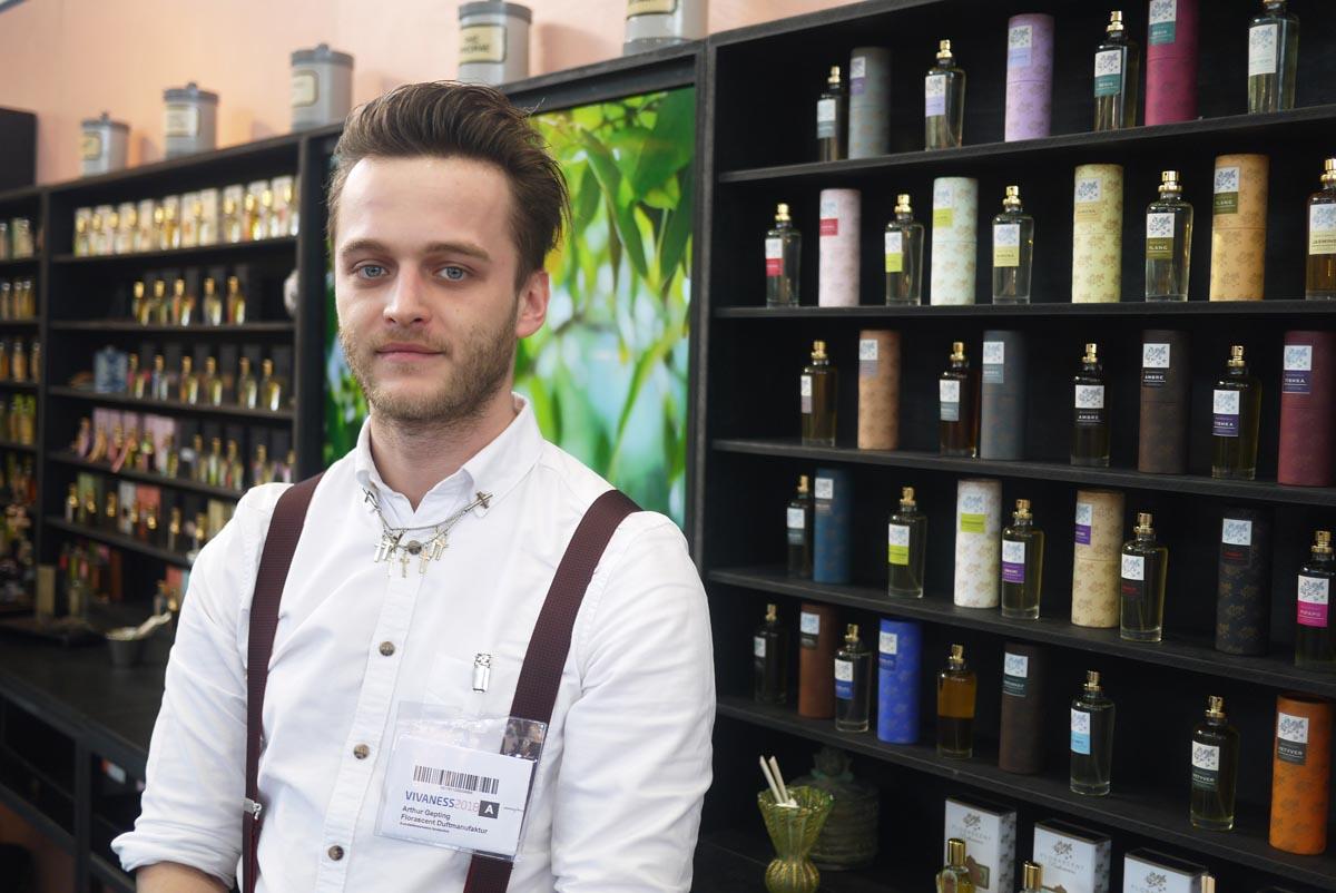 Артур, представитель бренда Florascent