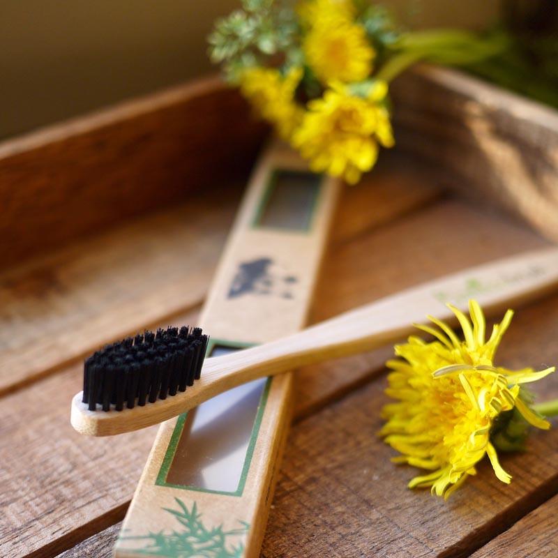 kosmetichka lookbio leto bamboobrush